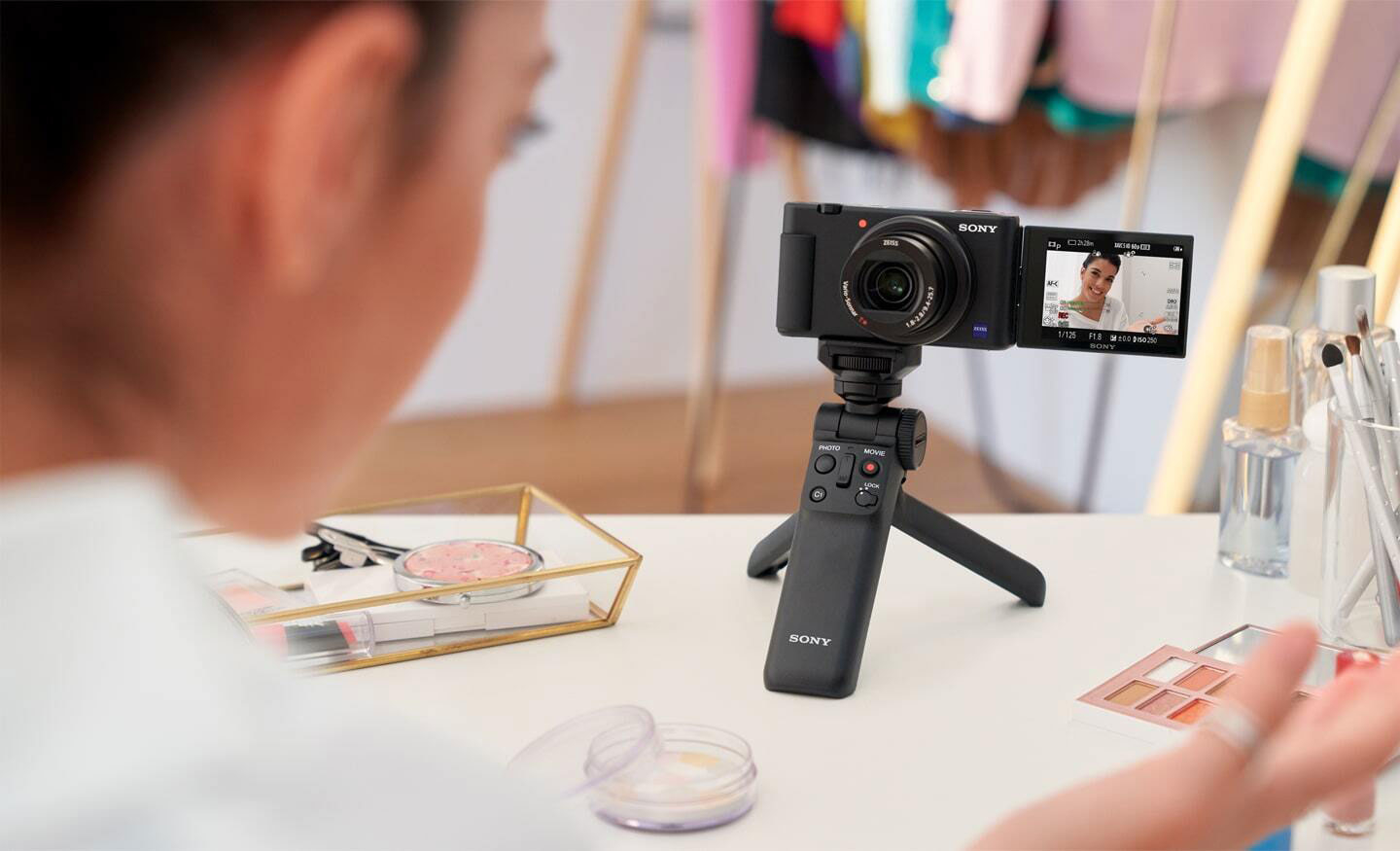Best Vlogging Cameras Under $100 in 2021 – Cheapest Options